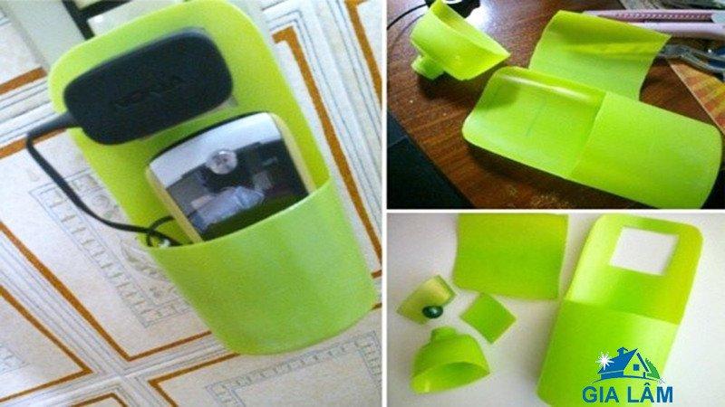 chế chai nhựa đựng điện thoại