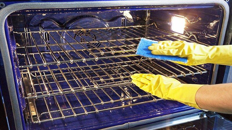 cách vệ sinh lò nướng với nước rửa chén